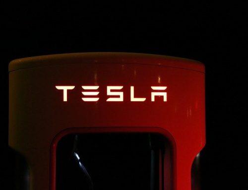 Elon Musk explica por qué se rompió la ventana del Cybertruck